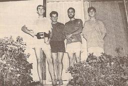 Ramon Espadaler, l'àlbum de fotos Amb un grup d'amics amb qui solia efectuar viatges per Europa. El fracassat cop d'estat procomunista els va sorprendre a la URSS l'agost de 1991.