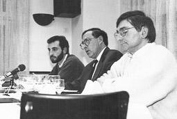 Ramon Espadaler, l'àlbum de fotos El 1992, ja diputat, amb el també diputat de CiU d'Osona, Enric Castellnou (al centre). Foto: Arxiu històric de La Marxa de Catalunya.