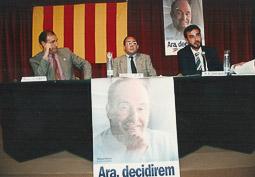 Ramon Espadaler, l'àlbum de fotos A la campanya de les eleccions generals de 1993, Amb l'alcalde de Manlleu, Joan Usart, i el conseller de Justícia, Antoni Isac. Foto: Arxiu històric de La Marxa de Catalunya.