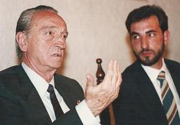 Ramon Espadaler, l'àlbum de fotos Amb el president del Parlament de Catalunya, Joaquim Xicoy, el 1993. Foto: Arxiu històric de La Marxa de Catalunya.