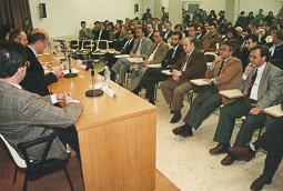 Ramon Espadaler, l'àlbum de fotos Escoltant Duran i Lleida, a la UVic, el 1995, al costat del seu gran mentor, Jacint Codina i Pujols, alcalde de Vic de 1995 a 2007. Foto: Arxiu històric de La Marxa de Catalunya.