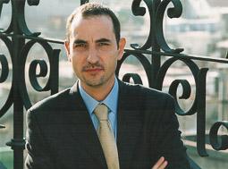 Ramon Espadaler, l'àlbum de fotos Foto oficial de conseller de Medi Ambient de la Generalitat, el 2001.