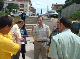 Ramon Espadaler, l'àlbum de fotos A la trobada d'ADF d'Osona, a Taradell (1/05/2003). Foto: Osona.com.