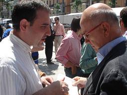 Ramon Espadaler, l'àlbum de fotos Amb Duran i Lleida a la campanya de les eleccions municipals de maig de 2007  Foto: Osona.com.