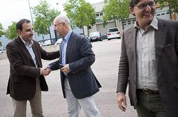 Ramon Espadaler, l'àlbum de fotos Amb Duran i Lleida i Vila d'Abadal, a la campanya de les eleccions al parlament europeu (1/06/2009).