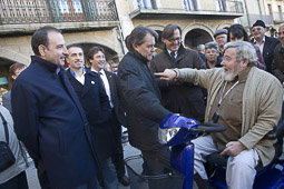 Ramon Espadaler, l'àlbum de fotos Acompanyant el candidat Artur Mas, en una visita a Vic, prèvia campanya electoral al Parlament de Catalunya (26/10/2010).