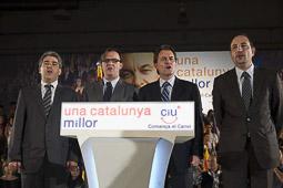 Ramon Espadaler, l'àlbum de fotos Amb el candidat Artur Mas, Francesc Homs i l'alcalde Vila d'Abadal, en un míting a Vic de la campanya al Parlament de Catalunya (22/11/2010).