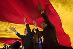 Ramon Espadaler, l'àlbum de fotos Amb el candidat Artur Mas, en un míting a Vic de la campanya al Parlament de Catalunya (22/11/2010).