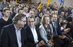 Ramon Espadaler, l'àlbum de fotos Amb el matrimoni Mas-Rakòsnik, al míting de les eleccions al Parlament de Catalunya del 25-N a Vic (16/11/2012).