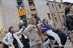 Ramon Espadaler, l'àlbum de fotos Ballant amb l'esposa del president Mas, Helena Rakòsnik, a la Festa Verdaguer de Folgueroles (19/05/2013).