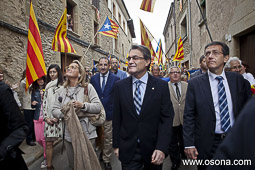 Ramon Espadaler, l'àlbum de fotos Acompanyant al president Mas en la calorosa rebuda feta pel poble de Folgueroles, en presència de l'alcalde Carles Baronet (19/05/2013).