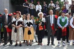 Ramon Espadaler, l'àlbum de fotos A la Festa del Casament a Pagès, a Ripoll (18/05/2014). Foto: Arnau Urgell.