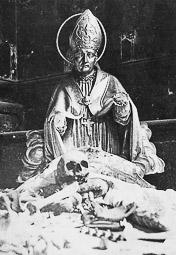 Revolució, guerra i franquisme a Vic Profanació de la tomba de Sant Bernat Calbó, a la catedral.