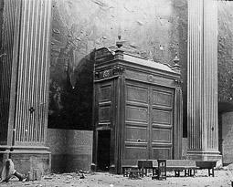 Revolució, guerra i franquisme a Vic Saqueig de l'interior de la catedral.