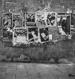 Revolució, guerra i franquisme a Vic Cartells de propaganda de guerra en un carrer de Vic.