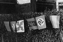 Revolució, guerra i franquisme a Vic Banderetes de guarniment per a festes a la postguerra: Marroc, Requeté, Falange, Alemanya i Espanya.
