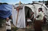 Fotos de Sergi Cámara des d'Haití, per a Osona.com Vía Crucis al campament d'Henfrasa a Port-au-Prince.