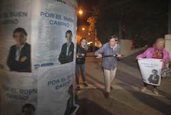 Municipals 2015: Inici de la campanya electoral a Sabadell Esteban Gesa col·locant el seu cartell.