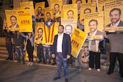 Municipals 2015: Inici de la campanya electoral a Sabadell Juli Fernàndez i el seu equip col·locats per una foto.