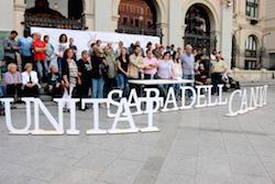 Municipals 2015: Inici de la campanya electoral a Sabadell Els membres de la candidatura d'Unitat pel Canvi de Sabadell col·locats per una foto.  Foto: Norma Vidal.