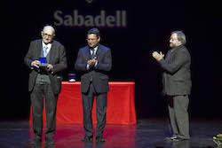 Medalles d'Honor de la ciutat de Sabadell 2015 Mossen Joan Nonell recollint el reconeixement.
