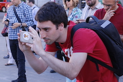 Les imatges més curioses de la campanya electoral a Sabadell 2015  Captant el moment. Foto: Albert Segura.
