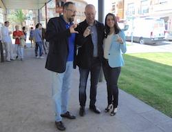 Les imatges més curioses de la campanya electoral a Sabadell 2015  Presentant-se en societat. Foto: Albert Segura.