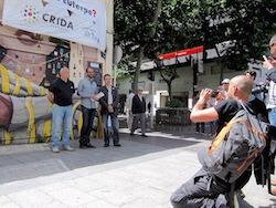 Les imatges més curioses de la campanya electoral a Sabadell 2015  De la PAH a l'objectiu. Foto: Albert Segura.