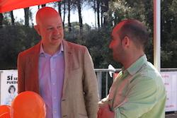 Les imatges més curioses de la campanya electoral a Sabadell 2015  Conversant. Foto: Norma Vidal.
