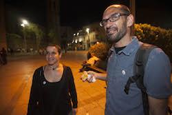 Les imatges més curioses de la campanya electoral a Sabadell 2015  Un mos per agafar forces. Foto: Juanma Peláez.