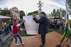 Les imatges més curioses de la campanya electoral a Sabadell 2015  Veient-se. Foto: Juanma Peláez.