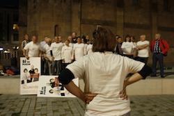 Les imatges més curioses de la campanya electoral a Sabadell 2015  Posant ordre. Foto: Albert Segura.