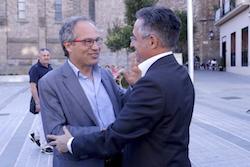Les imatges més curioses de la campanya electoral a Sabadell 2015  Suport europeu. Foto: Albert Segura.