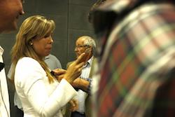 Les imatges més curioses de la campanya electoral a Sabadell 2015  Posant el micro. Foto: Albert Segura.