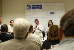 Les imatges més curioses de la campanya electoral a Sabadell 2015  Detallant. Foto: Albert Segura.