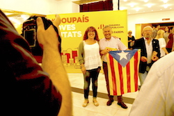 Les imatges més curioses de la campanya electoral a Sabadell 2015  Preparats per l'acte central. Foto: Albert Segura.