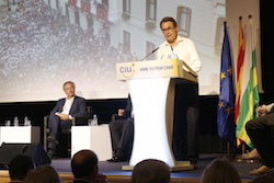 Les imatges més curioses de la campanya electoral a Sabadell 2015  De gira. Foto: Albert Segura.