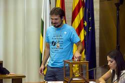Ple de constitució de l'Ajuntament de Sabadell Albert Boada votant.