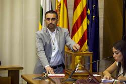 Ple de constitució de l'Ajuntament de Sabadell Gabriel Fernández votant.