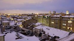 Una nevada històrica Vistes de Sabadell després de la nevada, amb l'Escola Pia i la seu del Banc Sabadell. Isabel Marquès.