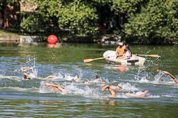 Festa de l'Estany de Puigcerdà 2016:  Travessa nedant de l'estany