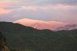 Paisatge i meteorologia de novembre al Ripollès Primera enfarinada de la tardor de la serra de Montgrony, des de Ripoll (11 de novembre). Foto: Arnau Urgell