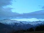 Paisatge i meteorologia de novembre al Ripollès Els cims del Ripollès nevats, des de Bruguera (16 de novembre). Foto: Antonina Coromina