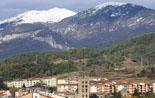 Paisatge i meteorologia de novembre al Ripollès La serra de Montgrony ben blanca, des de Ripoll (19 de novembre). Foto: Arnau Urgell