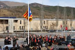 El resum del 2014 al Ripollès, en imatges Hissada de l'estelada a Sant Joan coincidint amb el 75è aniversari de la retirada republicana. Foto: Marc Cargol