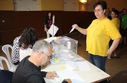 Municipals 2015: candidats del Baix Ripollès i ambient matinal Ambient electoral a Ripoll. Foto: Arnau Urgell