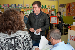 Municipals 2015: candidats del Baix Ripollès i ambient matinal Joan Manso (CiU Campdevànol). Foto: Rastres Fotografia
