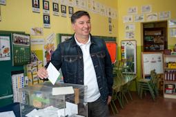 Municipals 2015: candidats del Baix Ripollès i ambient matinal Jaume Garcia (ERC Campdevànol). Foto: Rastres Fotografia