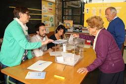 Municipals 2015: candidats del Baix Ripollès i ambient matinal Ambient electoral a Sant Pau de Segúries. Foto: Marcel Urgell