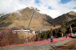 Vall de Núria: a punt per la temporada d'esquí Els tècnics preparen les xarxes per a la seguretat dels esquiadors durant tota la temporada.